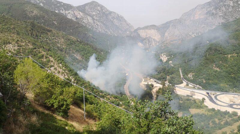 Incendio a Genga, stop alla circolazione ferroviaria