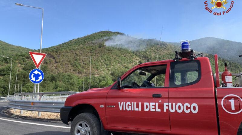 Incendi Genga, vigili del fuoco al lavoro